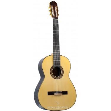 Raimundo 146 Classical Guitar