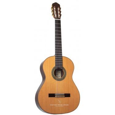 Raimundo 128 Classical Guitar