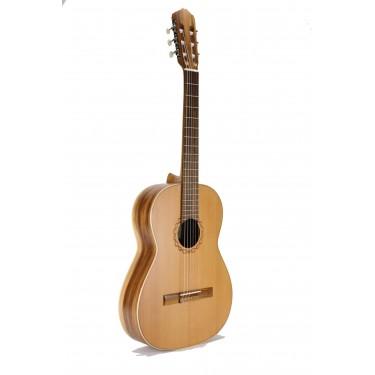Raimundo 105M classical guitar